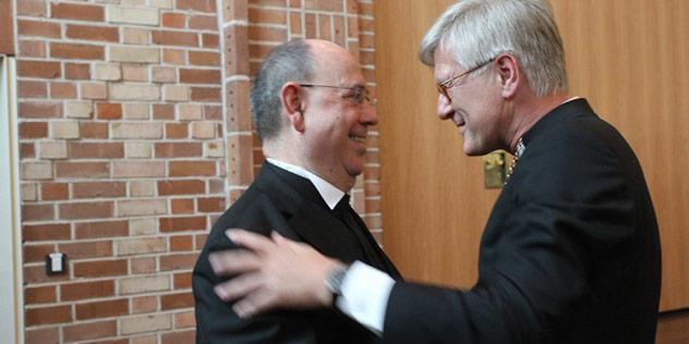 EKD Ratsvorsitzender Nikolaus Schneider begrüßte Bedford-Strohm