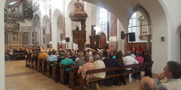 Landesbischof Heinrich Bedford-Strohm predigt in der St. Annakirche Augsburg.